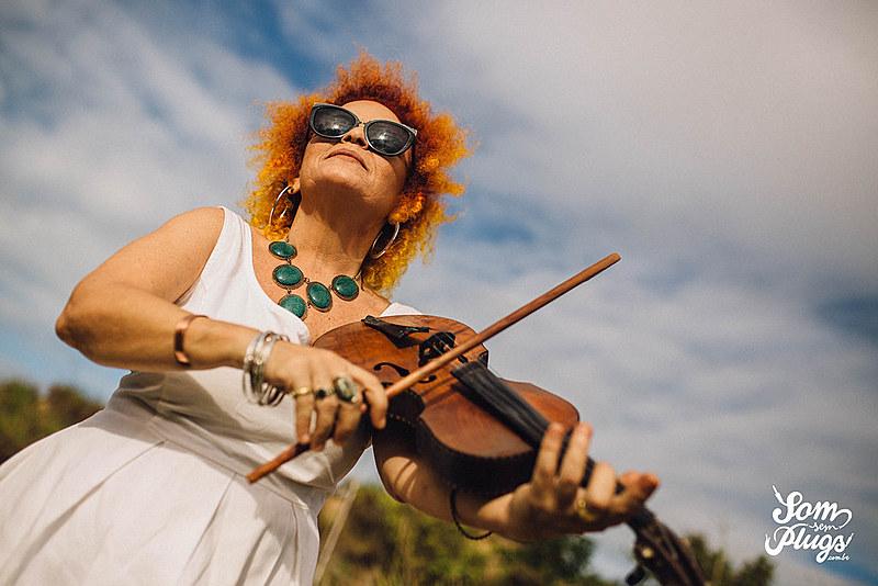 Tiquinha conta sua história na música e reflete sobre política cultural