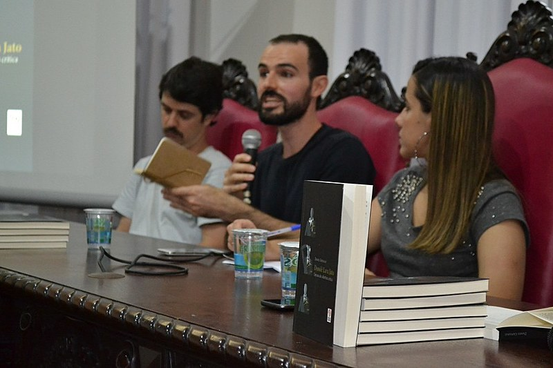 """Lançamento do Livo """"Dossiê Lava Jato: um ano de abordagem crítica"""", de Daniel Giovanaz"""