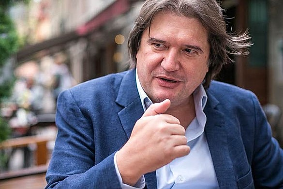 """Jurista Pedro Serrano classifica encarceramento não definitivo como """"déficit democrático e humanístico"""""""