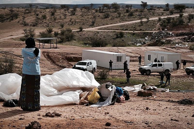 Policiais israelense retornam à vila beduína de Umm Al Hiran após destruição de casas