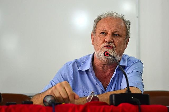 Nuestra obligación es organizar a la clase obrera, estimular la lucha de masas, para que la correlación de fuerzas también cambie aquí en Brasil.