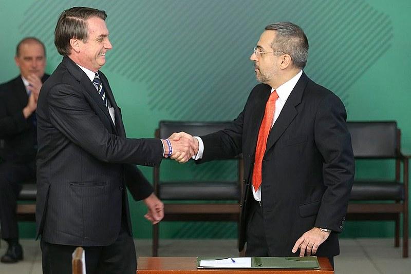 O presidente Jair Bolsonaro nomeou Abraham Weintraub como ministro da Educação no início do mês de abril