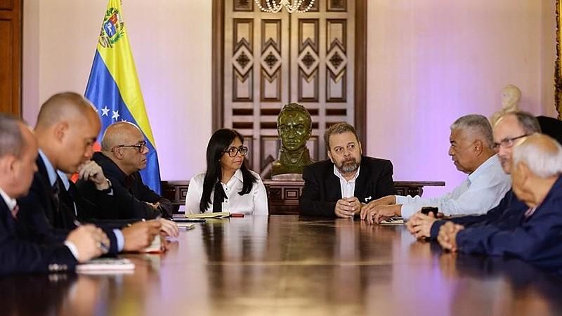 Líderes do governo e da oposição reunidos em Caracas, na Casa Amarilla, sede do Ministério de Relações Exteriores
