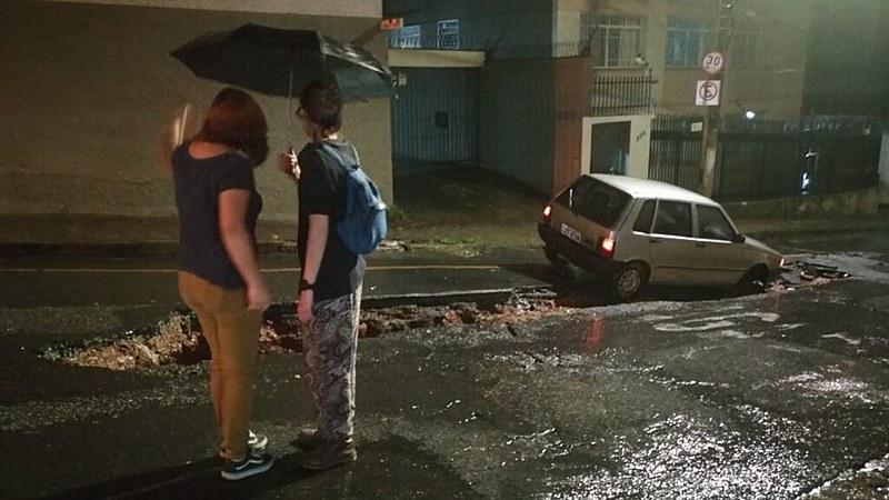 Além de mortos e feridos, as chuvas que castigam MG têm deixado um rastro de destruição em várias regiões do Estado, como na Grande BH