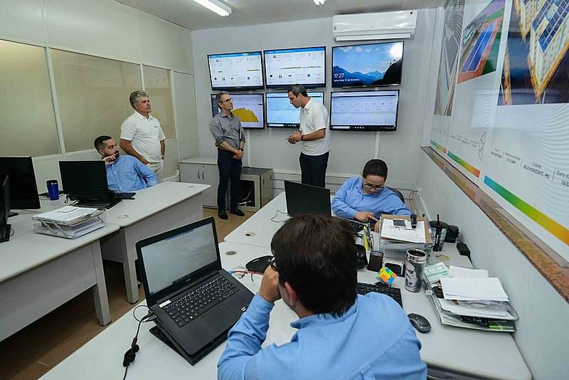 Governador visita projeto de energia limpa da Cemig