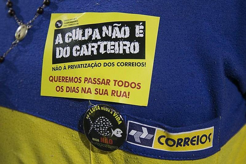 Trabalhadores têm realizado atos contra privatização dos Correios
