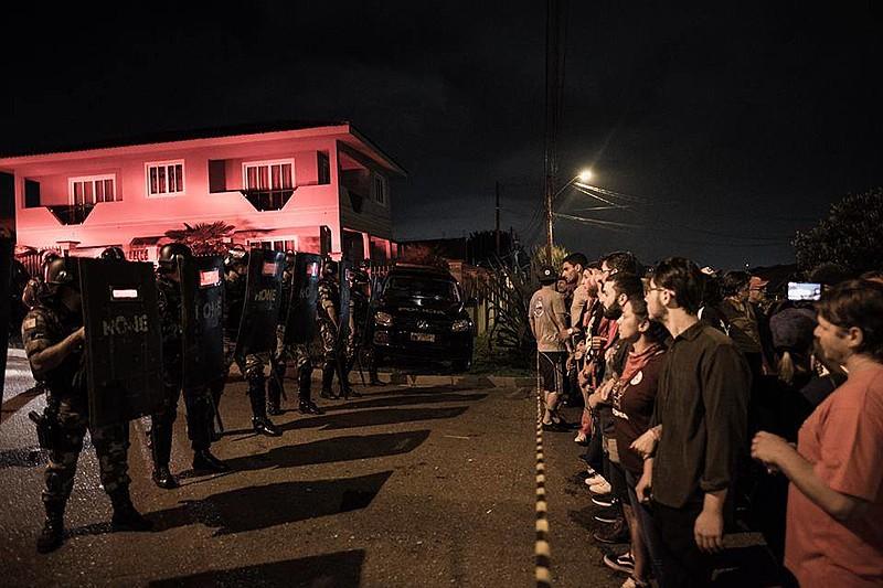 Após provocação da PF, Tropa de Choque da PM avançou contra apoiadores de Lula e deixou pelo menos 14 feridos