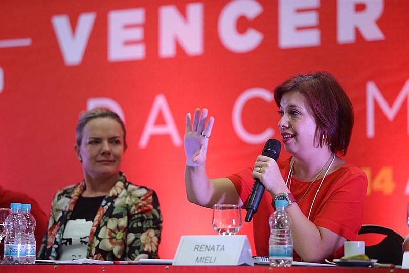A presidenta do PT, Gleisi Hoffmann (esq.), e Renata Mielli, do FNDC