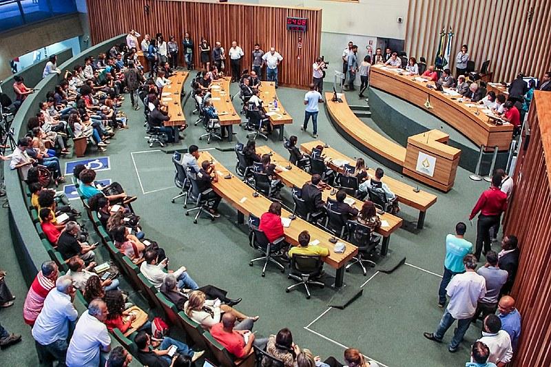Audiência pública na Câmara Legislativa do DF discute repressão ao movimento dos secundaristas