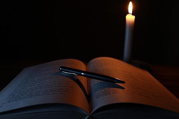 """""""Escrever é um desnudar-se, exibir-se ao julgo de coletivo incerto"""""""
