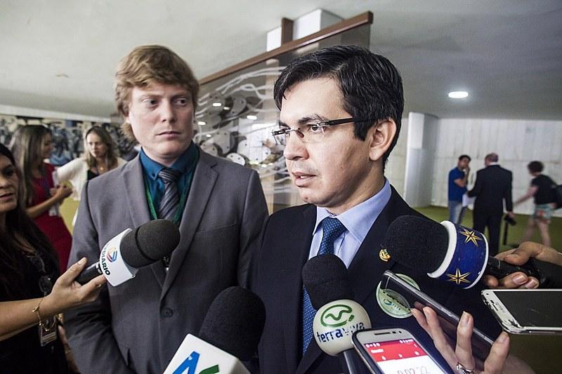 Durante coletiva de imprensa, lideranças da Rede pedem renúncia imediata de Temer, argumentando que seria a melhor solução