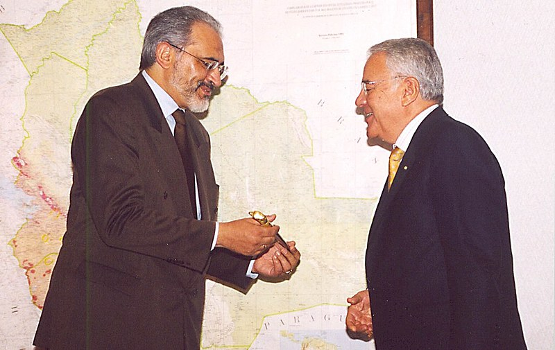 Carlos Mesa e Sánchez de Lozada tiveram mandatos turbulentos em função das políticas de exportação de gás natural