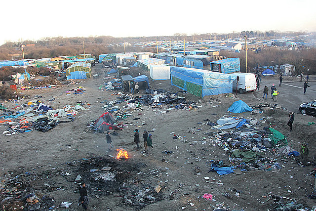 """""""Jungle"""", maior acampamento de refugiados da França, localizado na cidade de Calais, antes de sua destruição pelas autoridades francesas."""