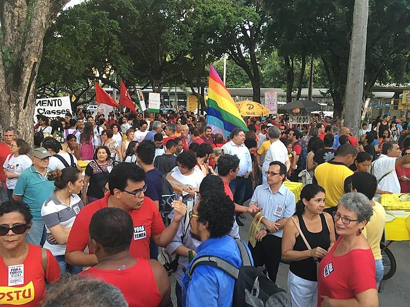 Sindicatos e movimentos populares realizaram assembleia e ato na tarde da quinta-feira (18), na Praça do Derby