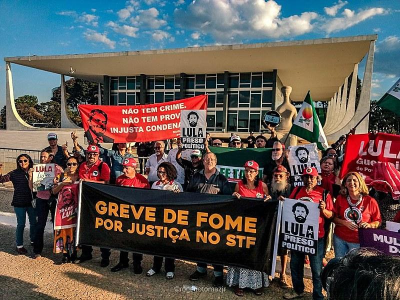 Integrantes de movimentos populares estão em greve de fome para exigir justiça para o ex-presidente Lula