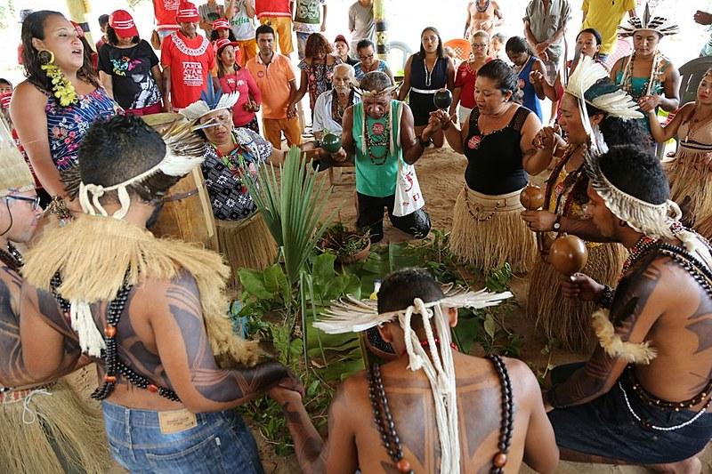 O objetivo é retratar a cultura, a arte e as faces das crianças, jovens, adultos e troncos velhos dos Tremembé, na cidade de Itapipoca (CE)