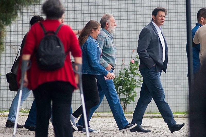 Fernando Haddad visitou Lula pela primeira vez depois das eleições nesta quarta-feira (7)