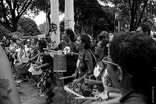 No Brasil, o tema ainda é pouco debatido e a prática do aborto é considerada crime, com exceção de anencefalia do feto