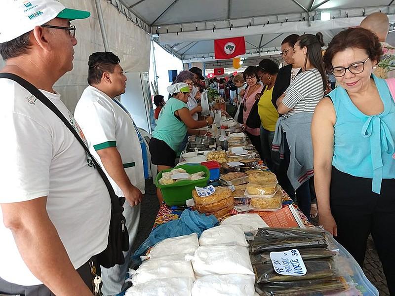 Verduras, frutas, legumes, arroz, feijão, fitoterápicos e artesanatos estarão disponíveis para a comercialização