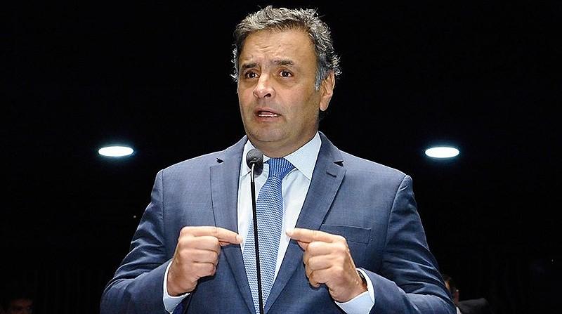 Os dois políticos conseguiram arrecadar R$ 7 milhões e ficou combinado que cada deputado receberia uma quantia de R$ 100 mil a R$ 300 mil. Machado disse que o maior montante desse valor foi destinado ao próprio Aécio.