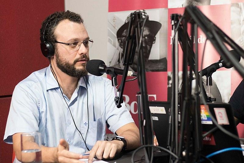 Professor Salomão Ximenes fala sobre o projeto Escola Sem Partido para a Rádio Brasil de Fato