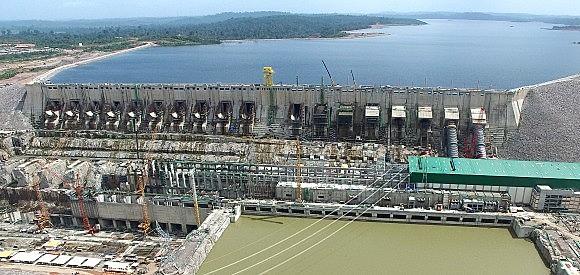 A usina de Belo Monte terá carga suficiente para atender 60 milhões de pessoas em 17 estados, o que representa cerca de 40% do consumo residencial de todo o País.