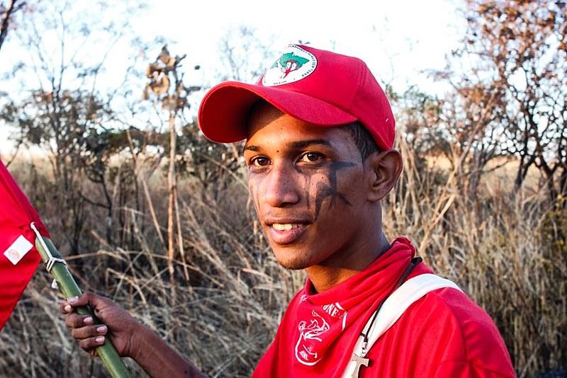 Rafael de Souza Celestino, de 19 anos, um dos manifestantes que compõem a Marcha Lula Livre