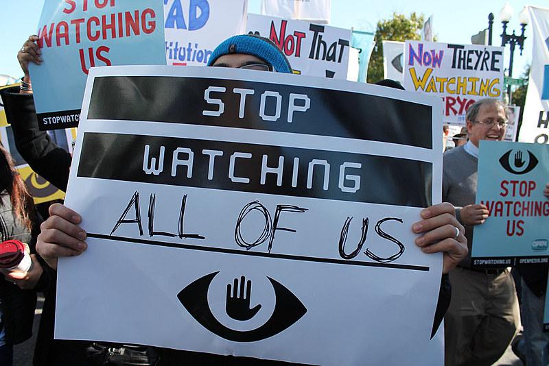 Manifestantes protestam contra a vigilância em massa em Washington (EUA) logo após Snowden revelar ao mundo práticas da NSA