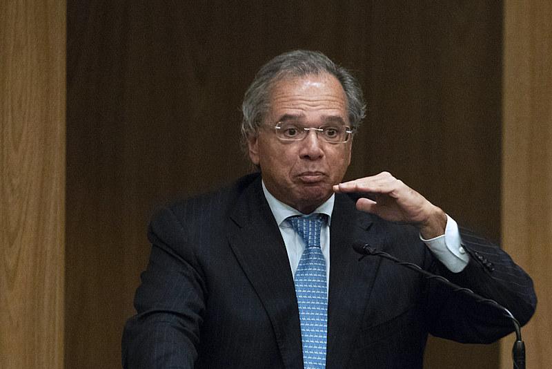Posição de Guedes, ministro da Economia, é estabelecer valor do salário mínimo apenas com base na inflação do ano corrente