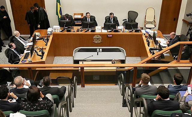 Lula tendría que cumplir 17 meses de su pena para obtener el régimen semiabierto; como ya cumplió cerca de 13 meses, le faltarían solo 4
