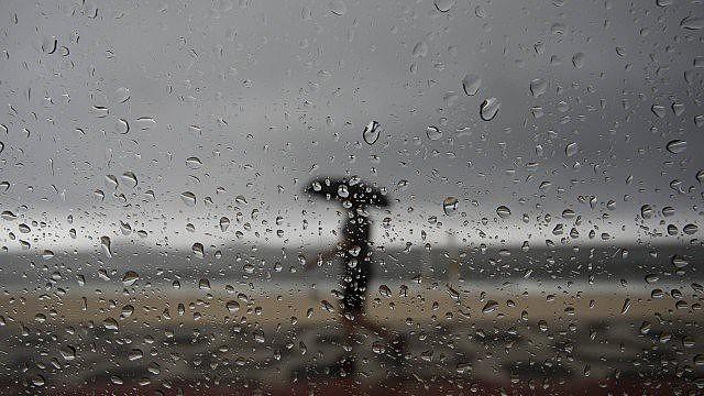 Quero a chuva como se fosse uma bênção do ano novo que vai nascer.