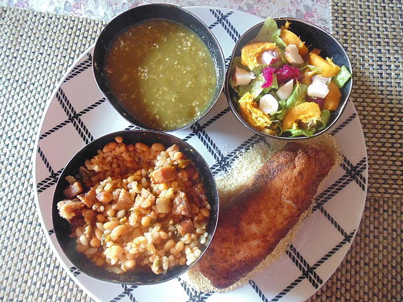 Pyra (peixe filhote) com tacacarana, lundu e salada com verduras da época