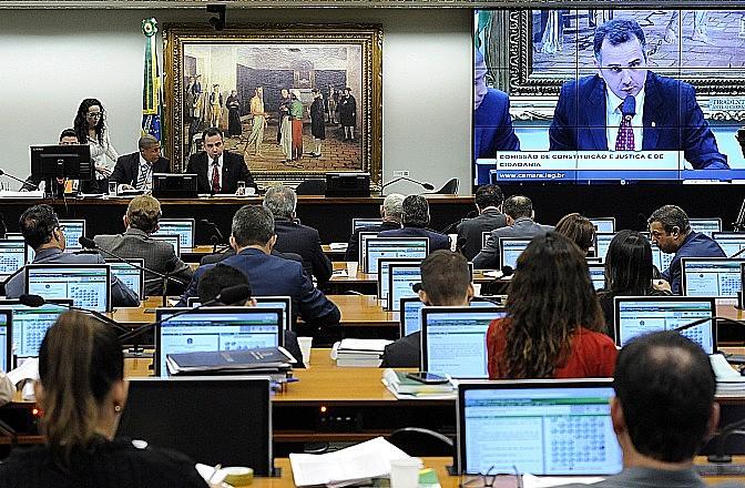 Oposição tenta há três semanas votar PEC das Diretas na Comissão de Constituição e Justiça da Câmara