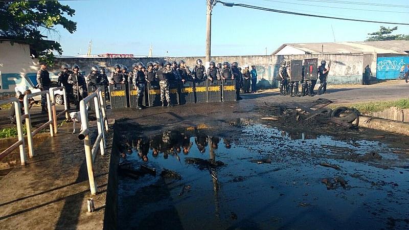 Tropa de choque da Polícia Militar(PM) entrou na ocupação Terra Prometida com bombas de gás lacrimogêneo
