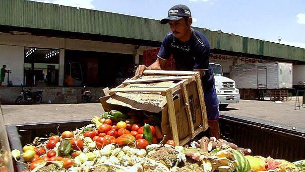 O desperdício de comida, a fome e a obesidade são assuntos transversais no livro de Vivas lançado pela Editora Expressão Popular