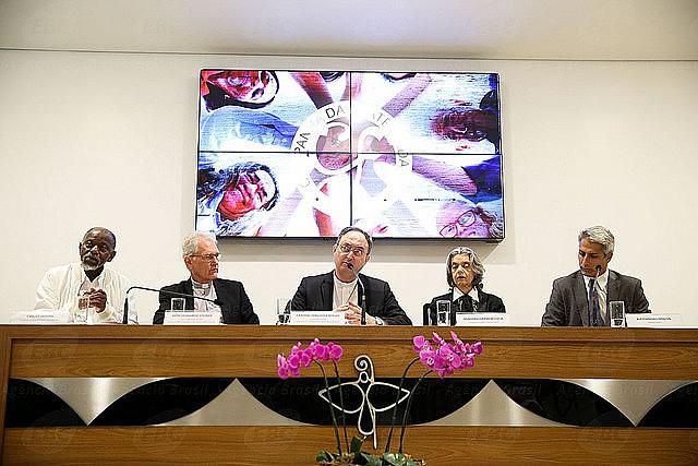 """La Conferencia Nacional de Obispos de Brasil (CNBB), responsable por la campaña, escogió el tema """"Fraternidad y Superación de la Violencia"""""""