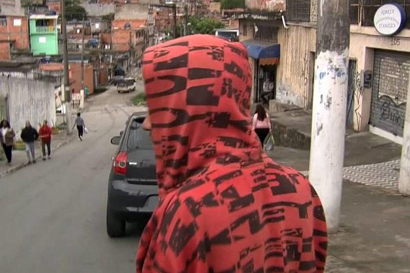O jovem que foi torturado no mercado prestou depoimento à polícia na quarta-feira