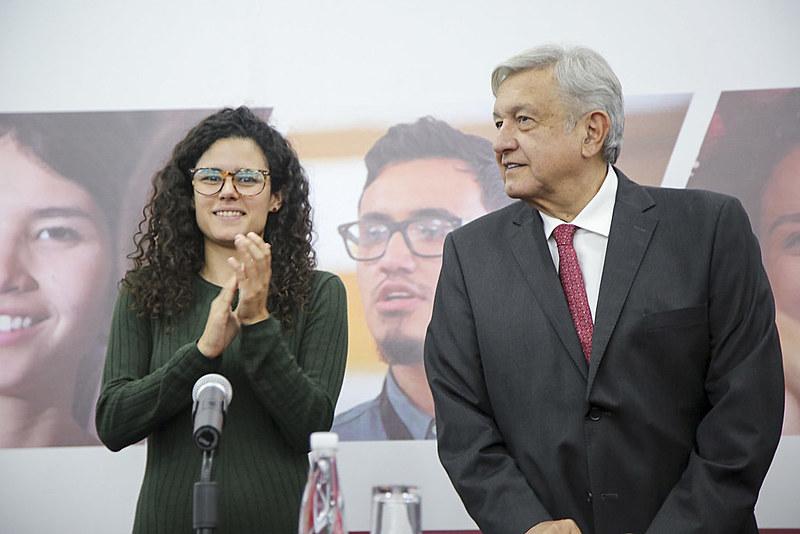 A Ministra do Trabalho, Luisa María Alcalde, e o presidente do país, Andrés Manuel López Obrador, ambos do partido Morena