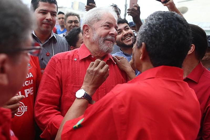 Lula após votação para a escolha da nova direção do PT, em São Bernardo do Campo, em abril
