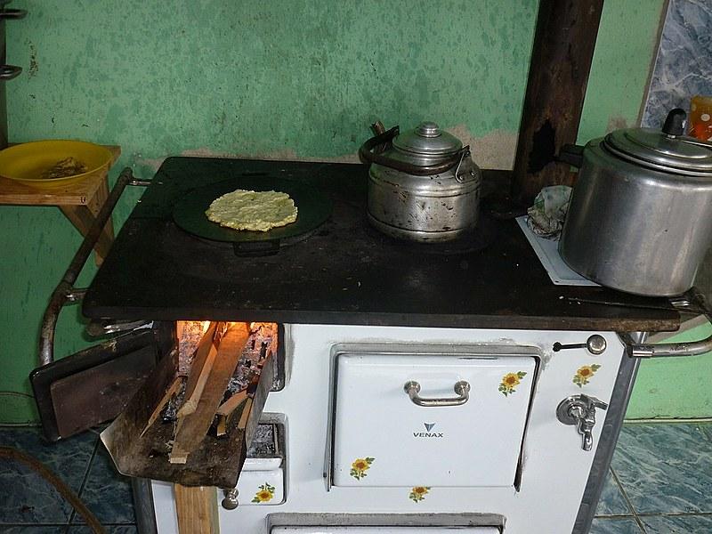Famílias de diversas regiões do Brasil voltaram a usar lenha para cozinhar
