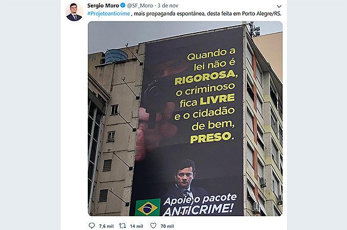 Sergio Moro compartilhou foto de outdoor em Porto Alegre no dia 3 de novembro