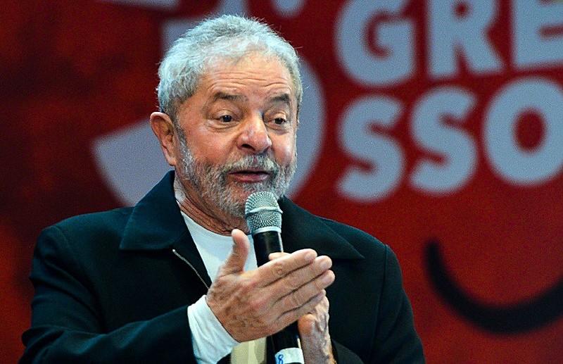 """""""Se eles me condenaram, me deem pelo menos o apartamento. Já pedi pro Guilherme Boulos mandar o pessoal dele ocupar"""", afirmou Lula em 2018"""