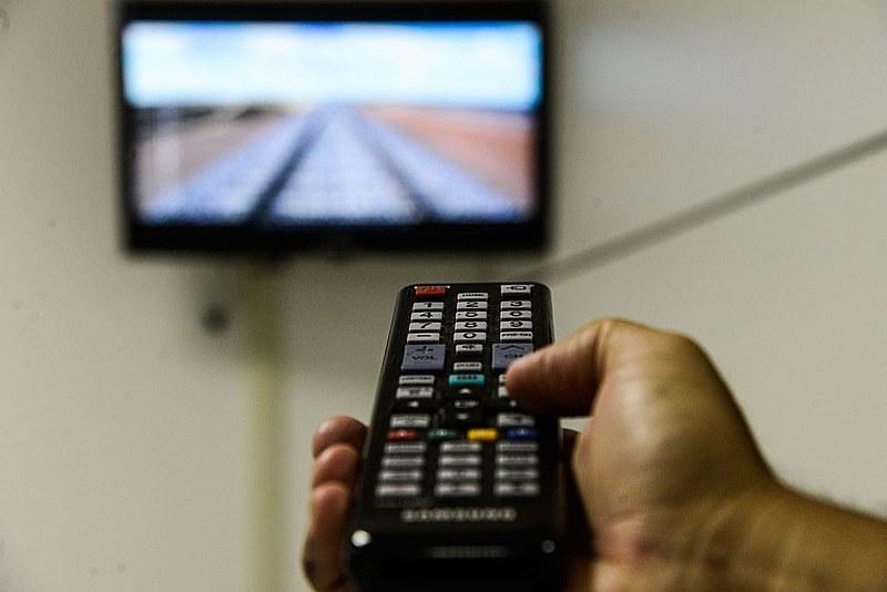 """Na tela será exibida a seguinte mensagem: """"DEFESA CIVIL: agora os ALERTAS de RISCO estão na sua TV. Fique ligado!""""."""