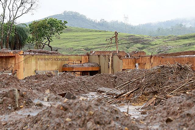 Escola municipal tomada pela lama da Vale em Mariana (MG)