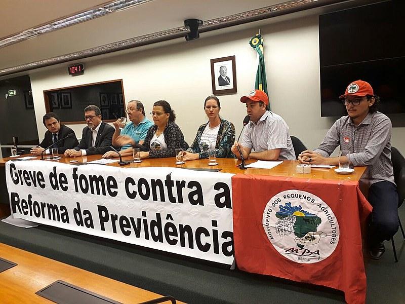 Os três grevistas concederam entrevista coletiva à imprensa nesta quinta (7), na Câmara Federal