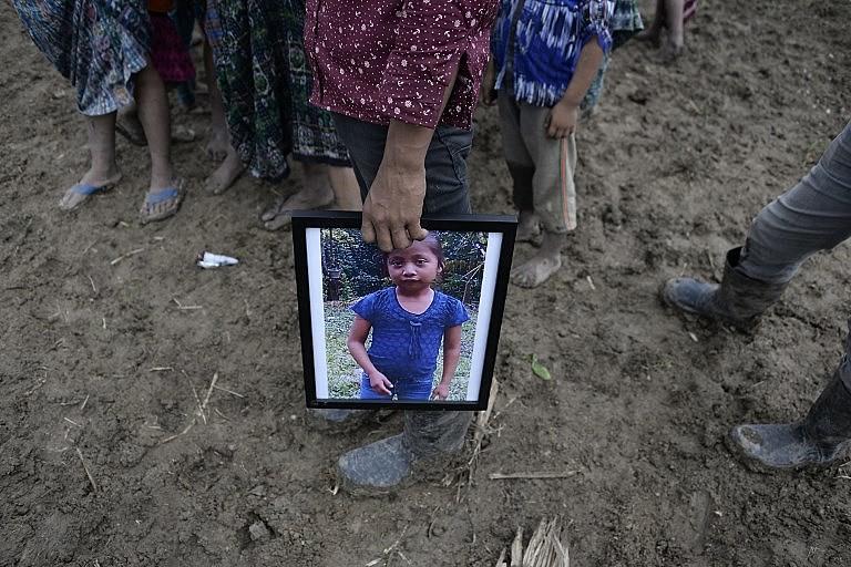 Velório de Jakelin Caal, de sete anos, morta por desidratação e choque dois dias após ser detida com o pai na fronteira por agentes dos EUA