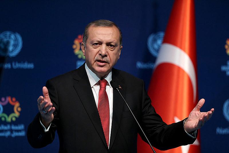 Governo da Turquia ordena fechamento de 131 grupos de mídia
