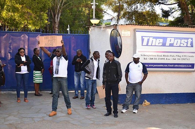 Manifestação contra fechamento do jornal zambiano The Post