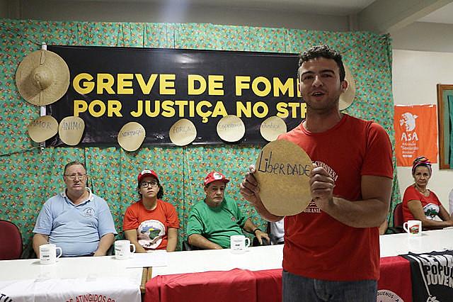 La caravana llegó hasta el campamento donde ocurre la huelga de hambre por Justicia en el STF