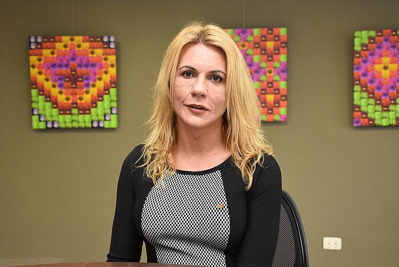 Advogada paranaense Gisele Alessandra Schmdit, que defendeu a mudança do prenome e sexo no registro civil em ação no STF
